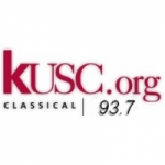 Logo da emissora Radio KUSC 93.7 FM