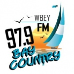 Logo da emissora Radio WBEY Bay Country 97.9 FM