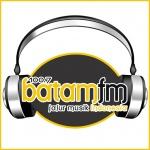 Logo da emissora Batam 100.7 FM