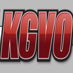 Logo da emissora KMPT 930 AM