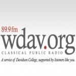 Logo da emissora WDAV 89.9 FM