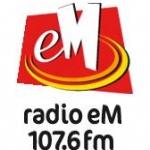 Logo da emissora eM 107.6 FM