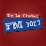 Logo da emissora Radio De La Ciudad 107.7 FM