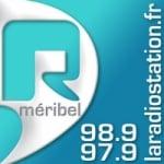 Logo da emissora R Meribel 97.9 FM
