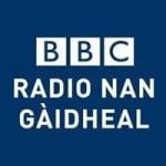 Logo da emissora BBC Radio Nan Gàidheal 104.7 FM