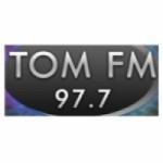 Logo da emissora Radio KOTM Tom 97.7 FM