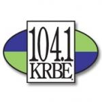 Logo da emissora KRBE 104 FM