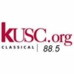 Logo da emissora Radio KUSC 88.5 FM