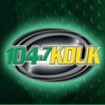 Logo da emissora Radio KDUK 104.7 FM
