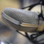 Logo da emissora Rádio Nelsinho Serra