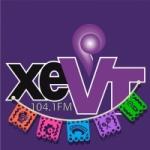 Logo da emissora Radio Xevt 104.1 FM